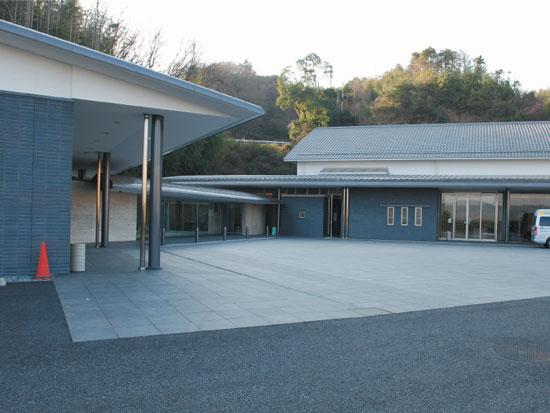 平群野菊の里斎場の外観